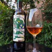 MTSVANE MARELI Notre vin est fabriqué à partir du cépage du MTSVANE, qu'on cultive dans une région de Kakheti, au village Naphareuli dans des vignobles de 14 ans, à 450 mètres de l'altitude de la mer, le climat- doux continental, le terroir- brun carbonate. La vendange a lieu fin septembre, à 1 hectare on cultive 6-7 tonnes. Notre vin fabriqué par une méthode traditionnelle Georgien en Qvevri(jarre) est sec, plaisant et énergique. La fermentation et macération en Qvevri avec le moût/ la râpe pendant 6 mois. Il à une couleur dorée, il est très aromatique, avec un arome des fleurs du champ bien manifesté. Il est excellant avec du poisson et de la viande, pourtant on peut le servir tout seul qui est un vrai plaisir. A déguster entre +12–14°C. Il est possible qu'il y ait un peu de dépôt en bouteille.